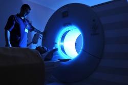 выполнение диагностики гортани на томографе